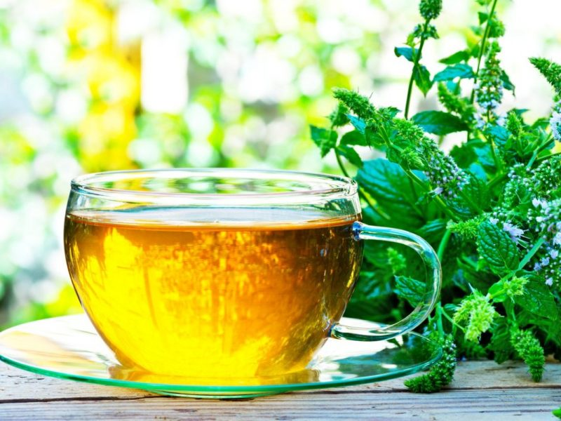 Drink These Herbal Tea Regularly For Healthy Skin!